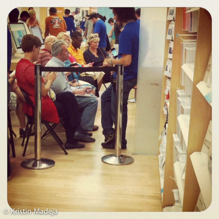 old folks at the apple store